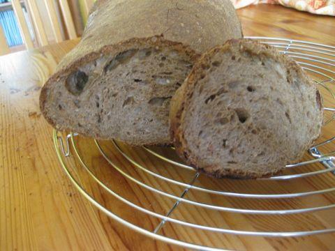 Pane nero ai 7 cereali e farro