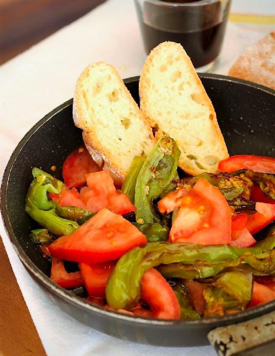 friggitelli con il pomodoro
