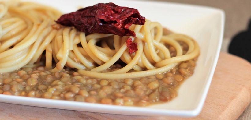 pasta e lenticchie con peperoni cruschi