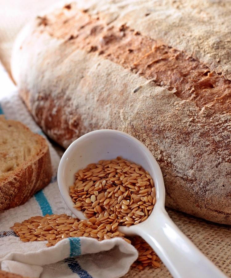 Pane casereccio integrale ai semi di lino