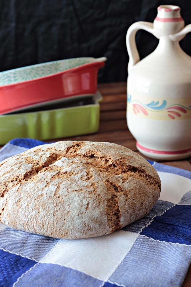 pane nero di segale integrale