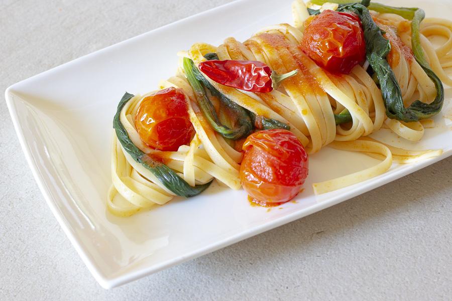 Pasta e bietole con pomodorini