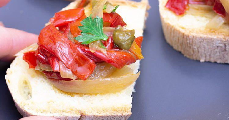 peperoni in. padella con cipolla